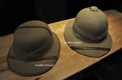 Lot de deux casques coloniaux authentiques années 1920 - 1930