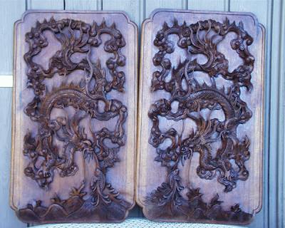 paire de panneaux en bois anciens sculptés dans la masse Asie
